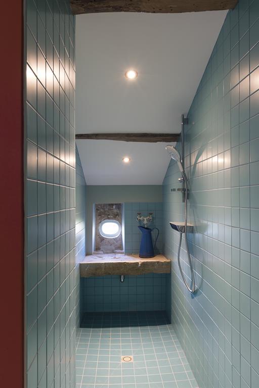 Image Salle De Bain Au Carrelage Et Faïence Bleue Laurence Faure