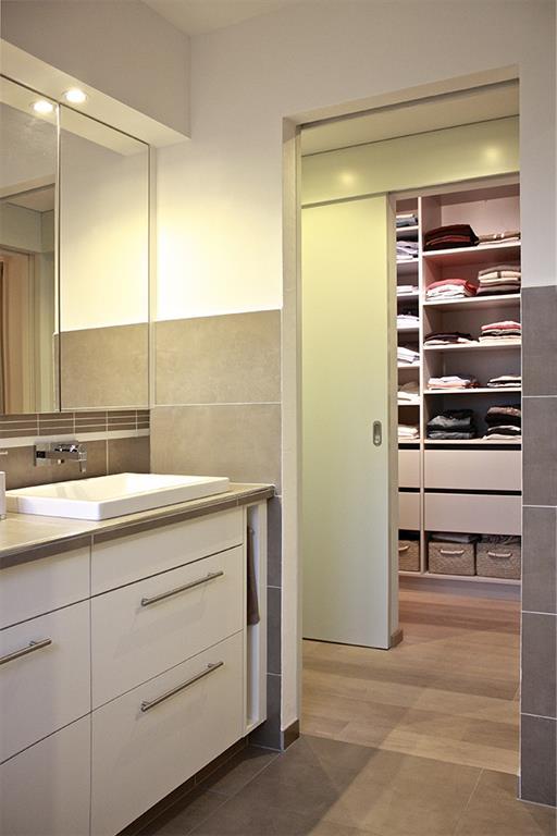 Salle de bain donnant sur le dressing interior republic - Salle de bain dressing ...