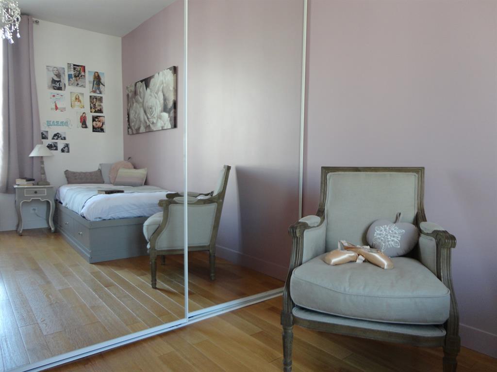 Mur rose poudr pour une ambiance romantique de chambre de for Ambiance romantique chambre