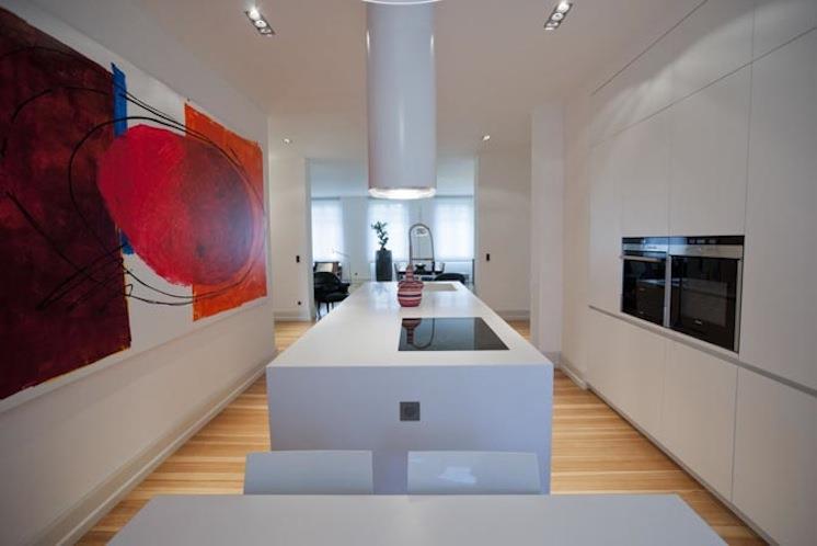 cuisine pur e avec tableau contemporain rouge rigate design. Black Bedroom Furniture Sets. Home Design Ideas
