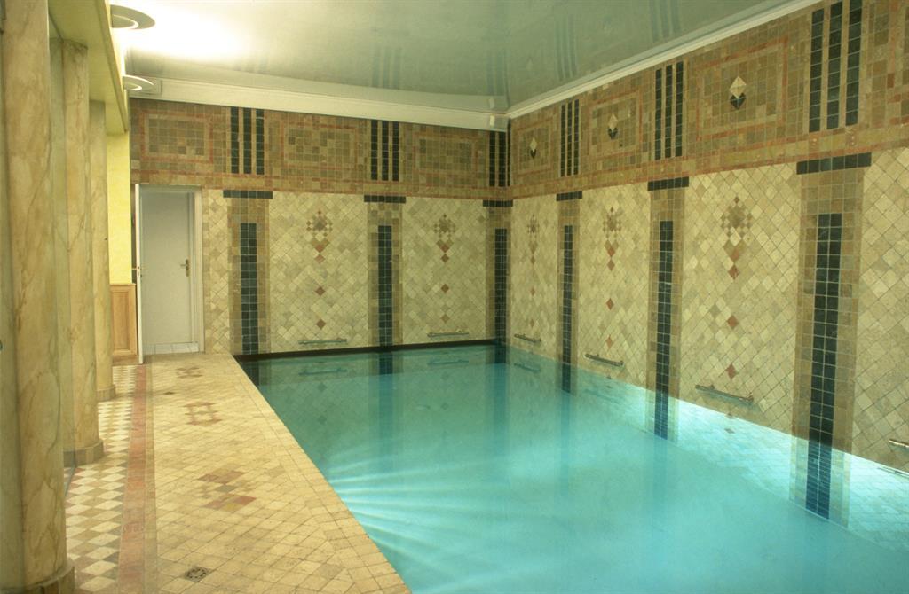 Image Vue du bassin avec passage pour volet de couverture Vincent GUILLO   architecte d'intérieur