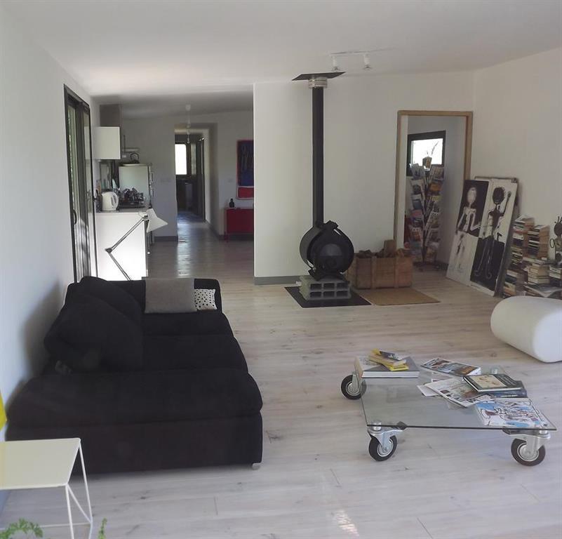 Salon contemporain d 39 une villa en ossature bois batitec for Salon contemporain bois