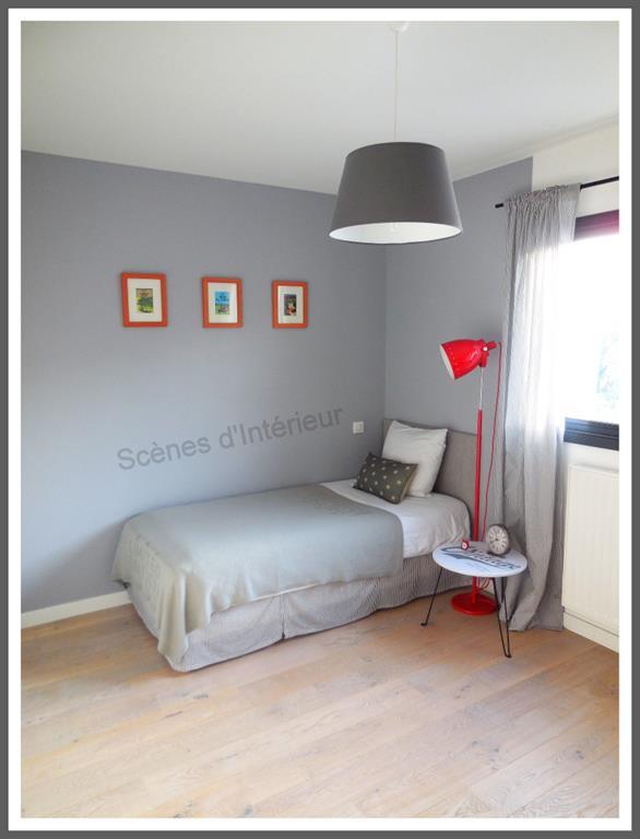 Chambre grise et rouge - domozoom.com