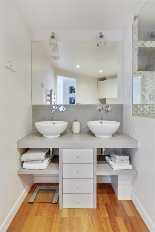 Vue d'une partie de la salle de bain