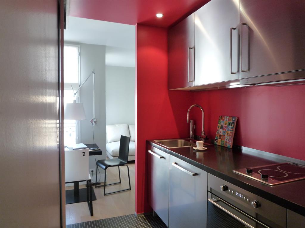 Cuisine equip e rouge et noir archipelles photo n 86 for Cuisine equipee noir