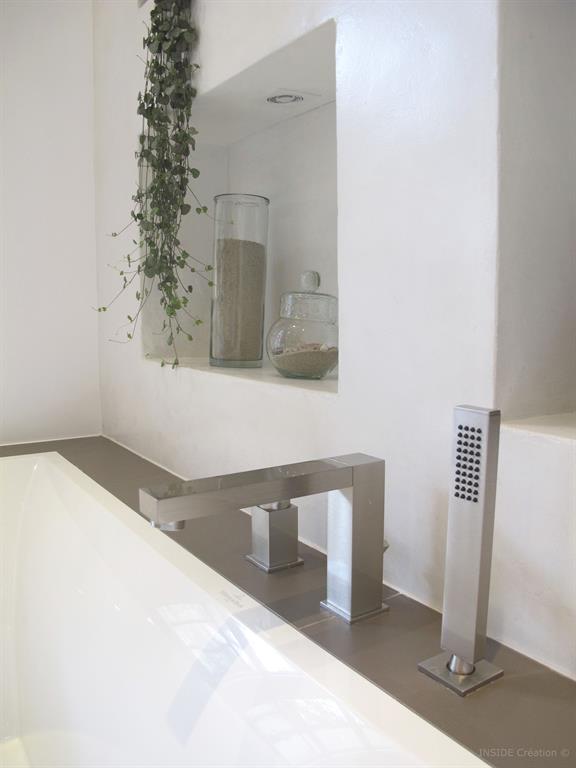 Salle de bain b ton cir for Baignoire contemporaine design