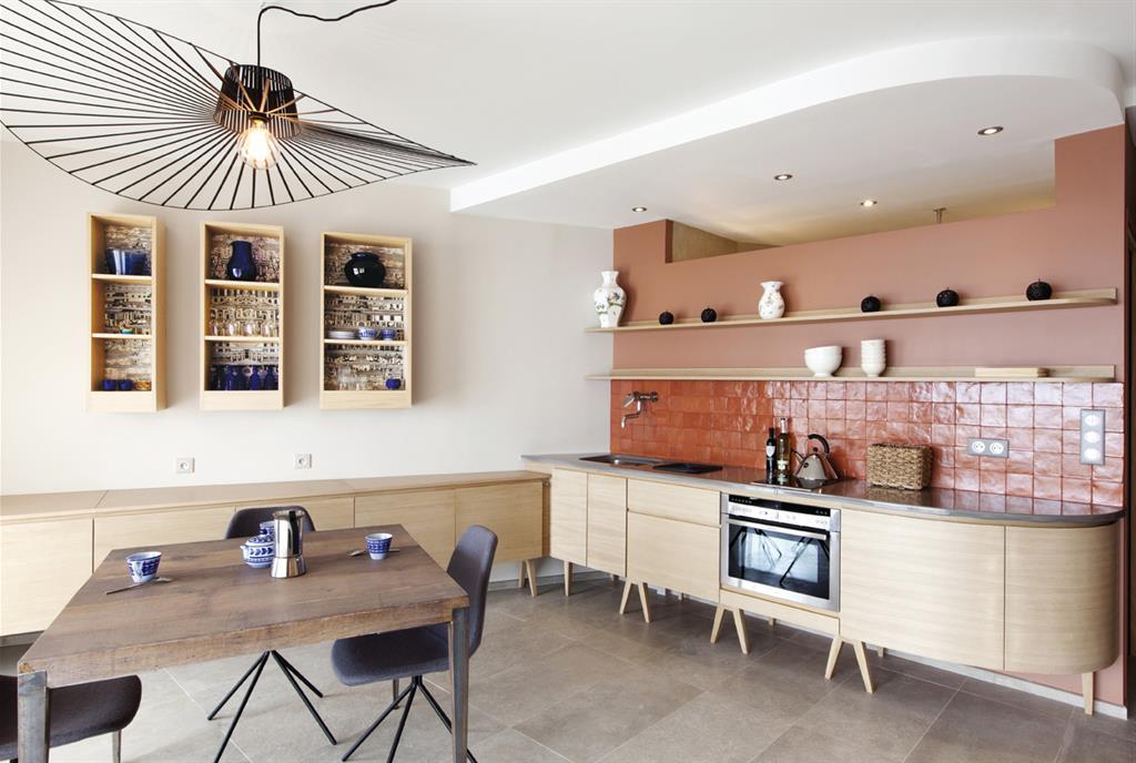 Grande cuisine ouverte avec d croch au plafond archi design - Plafond de cuisine design ...