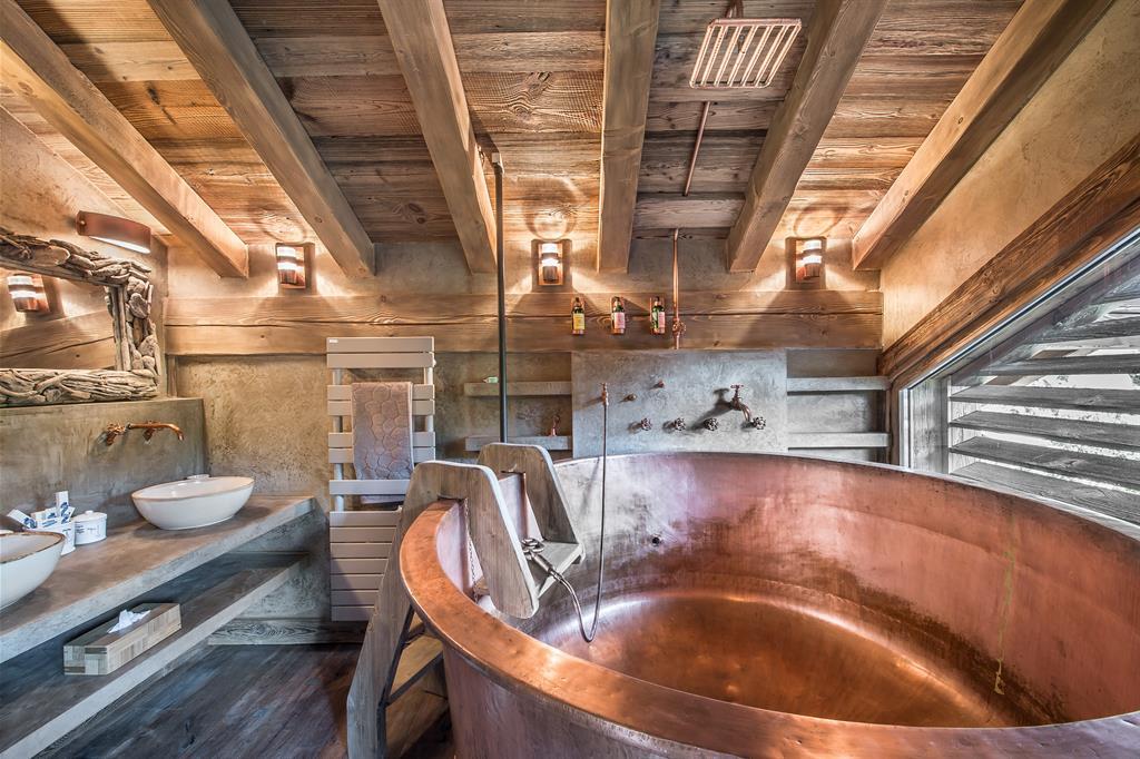 baignoire en cuivre tendances photo n 99 domozoom. Black Bedroom Furniture Sets. Home Design Ideas
