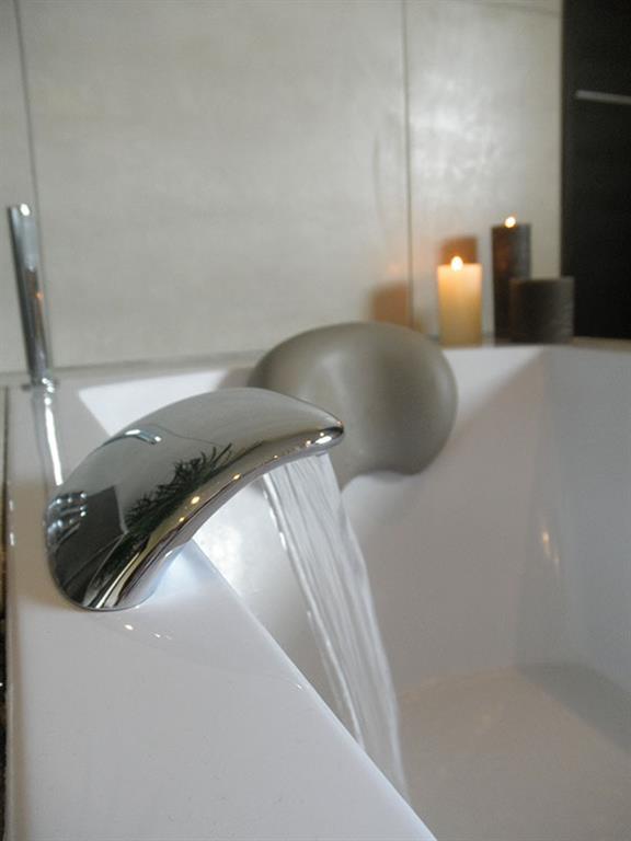 Salle de bain baignoire bec cascade