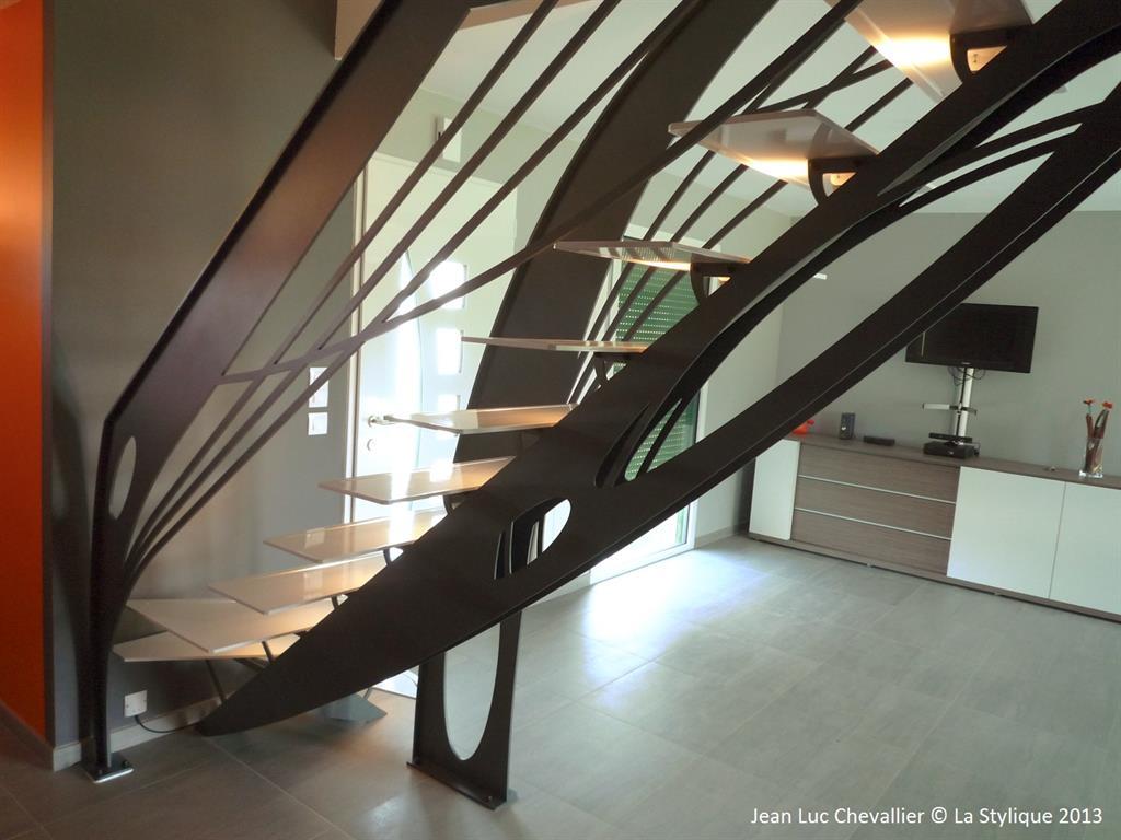 Cet escalier design en acier d'inspiration Art Nouveau est une création