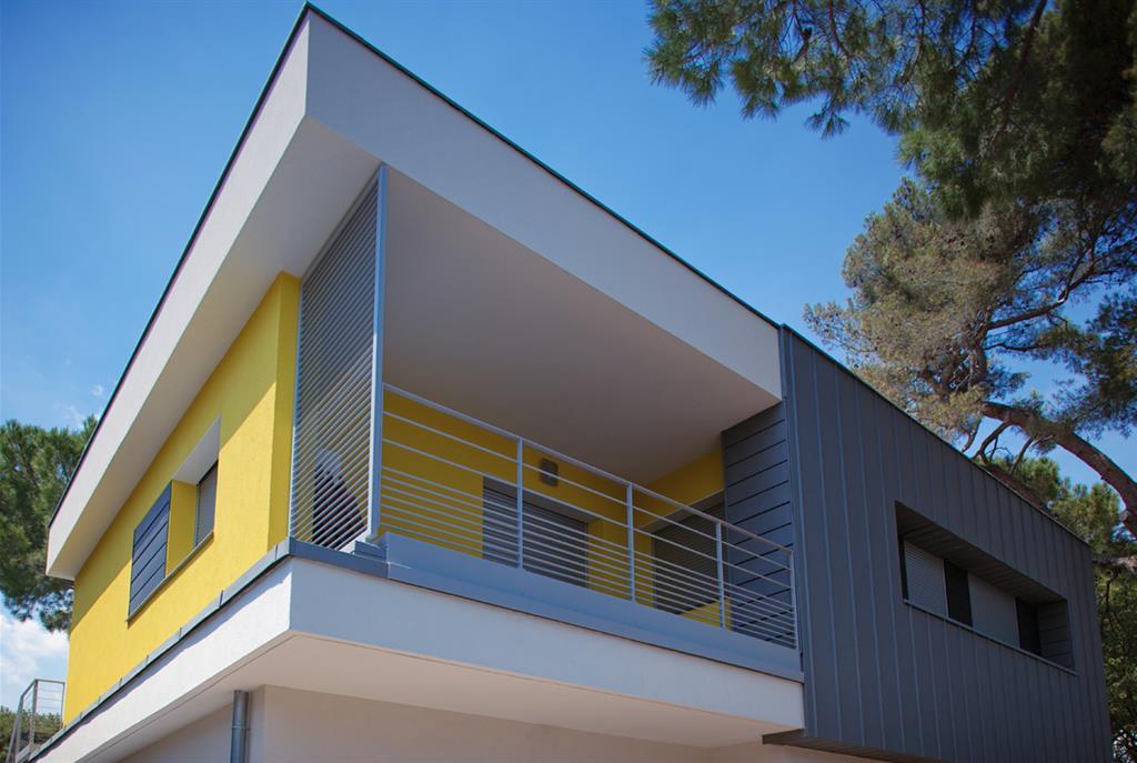Villa Avec Façade Jaune Et Partie En Zinc Lhenry Architecture