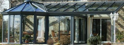 Véranda classique étendue grise en verre