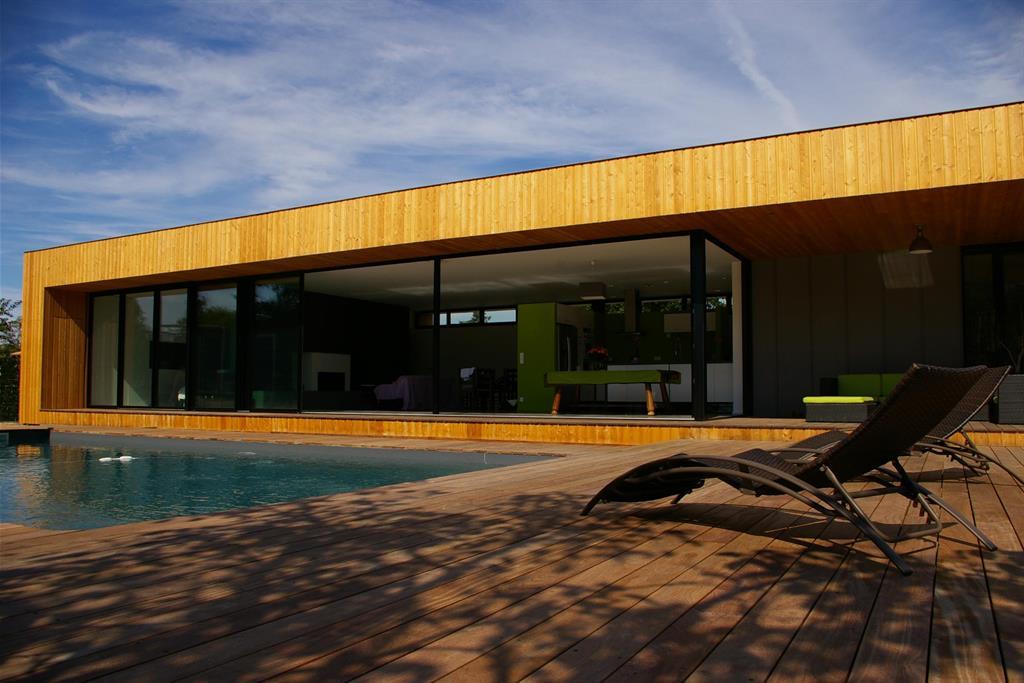 Maison Moderne Lambrissee Avec Piscine Et Terrasse