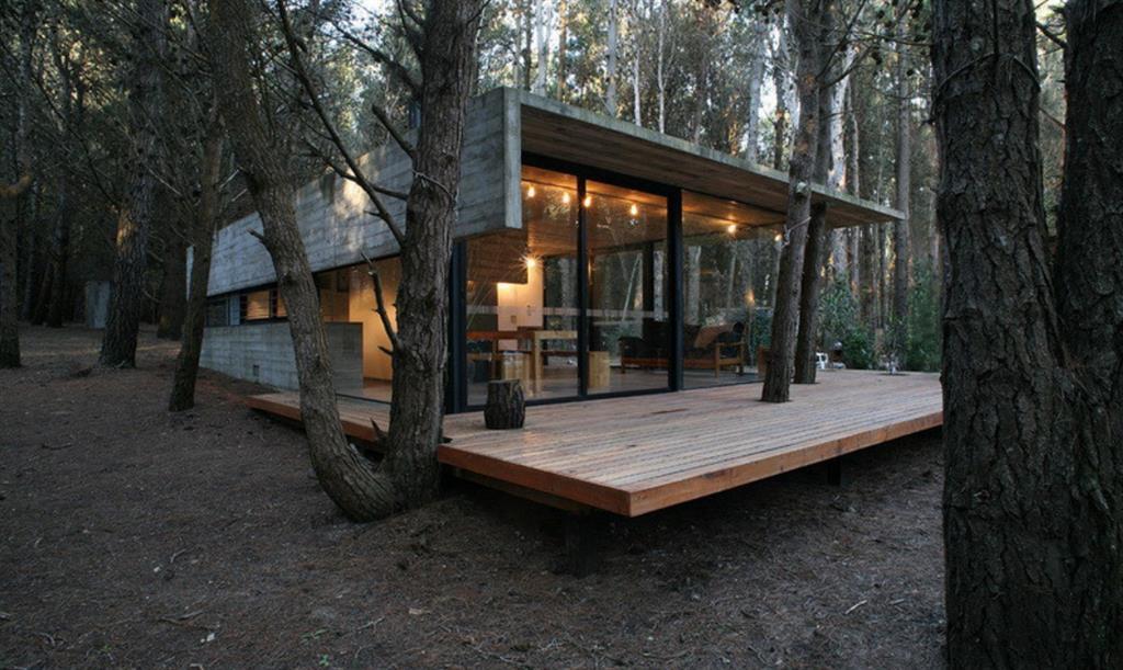 Maison en bois forme g om trique maison bois d 39 architecte for Maison moderne foret
