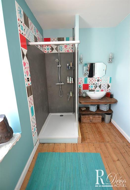 Salle de bain colorée R Déco Actuel photo n°91 - Domozoom