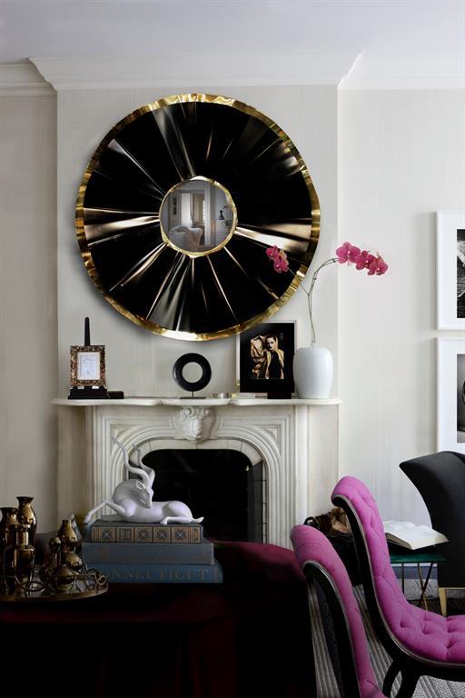 Décoration pour le salon avec un grand miroir rond