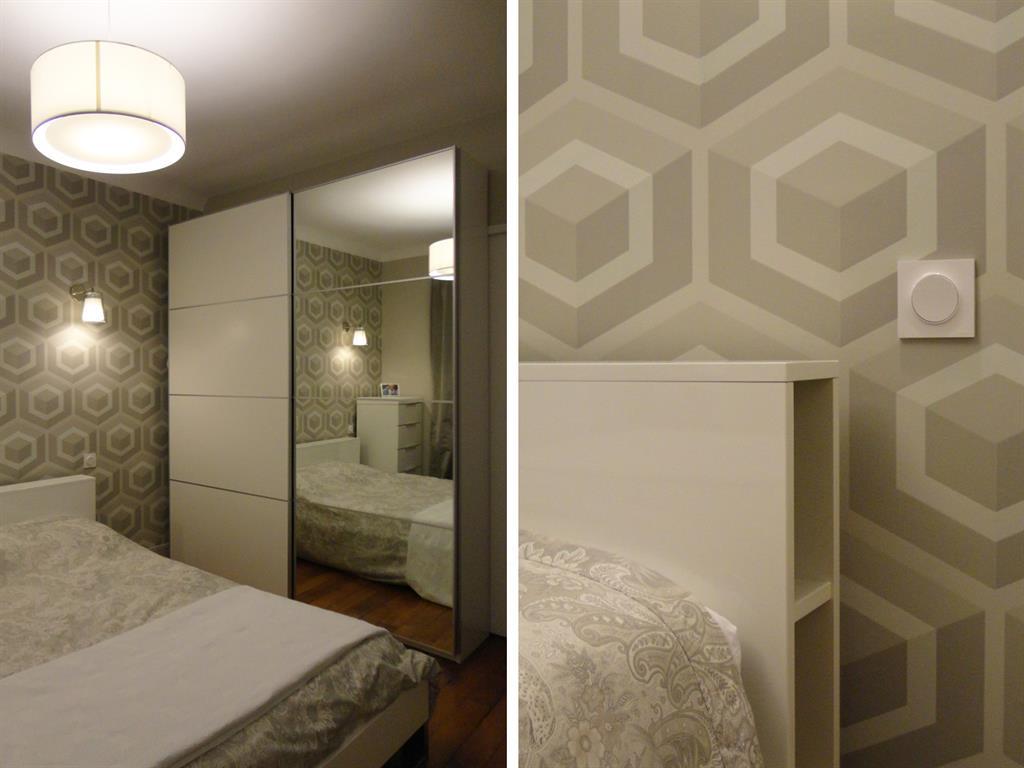chambre avec papier peint beige blanc les murs ont des oreilles. Black Bedroom Furniture Sets. Home Design Ideas