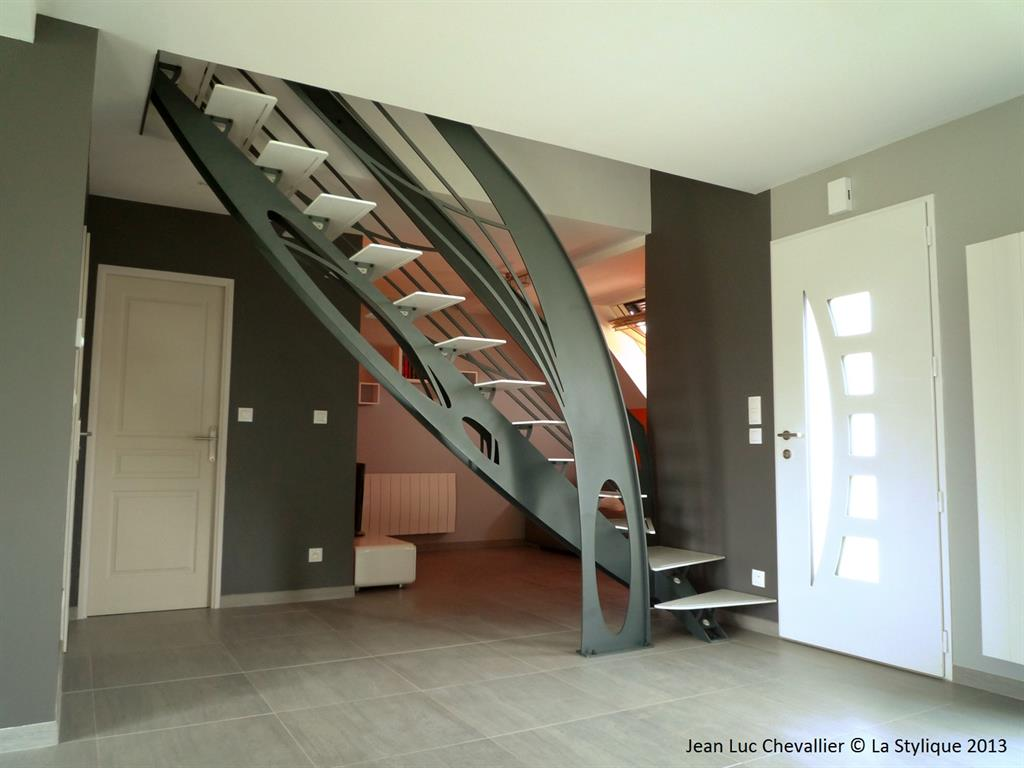 Escalier design acier art nouveau for Sculpture design interieur