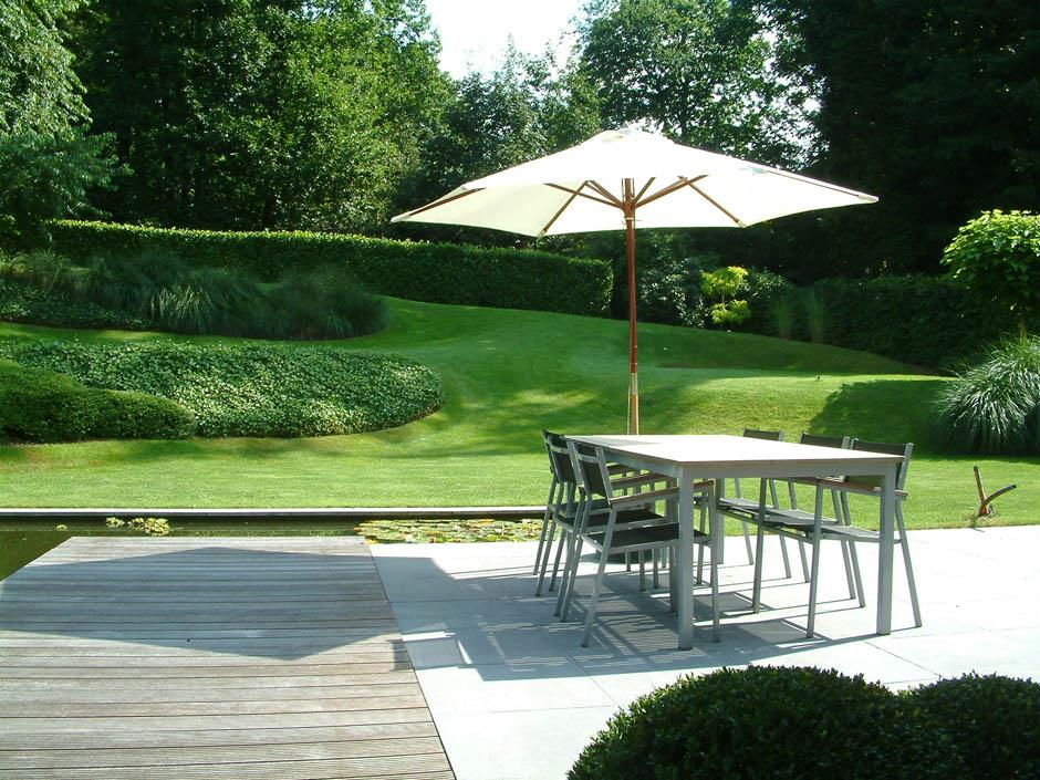 terrasse en pav s et bois avec bassin et pelouse paul emmanuel ferrard. Black Bedroom Furniture Sets. Home Design Ideas