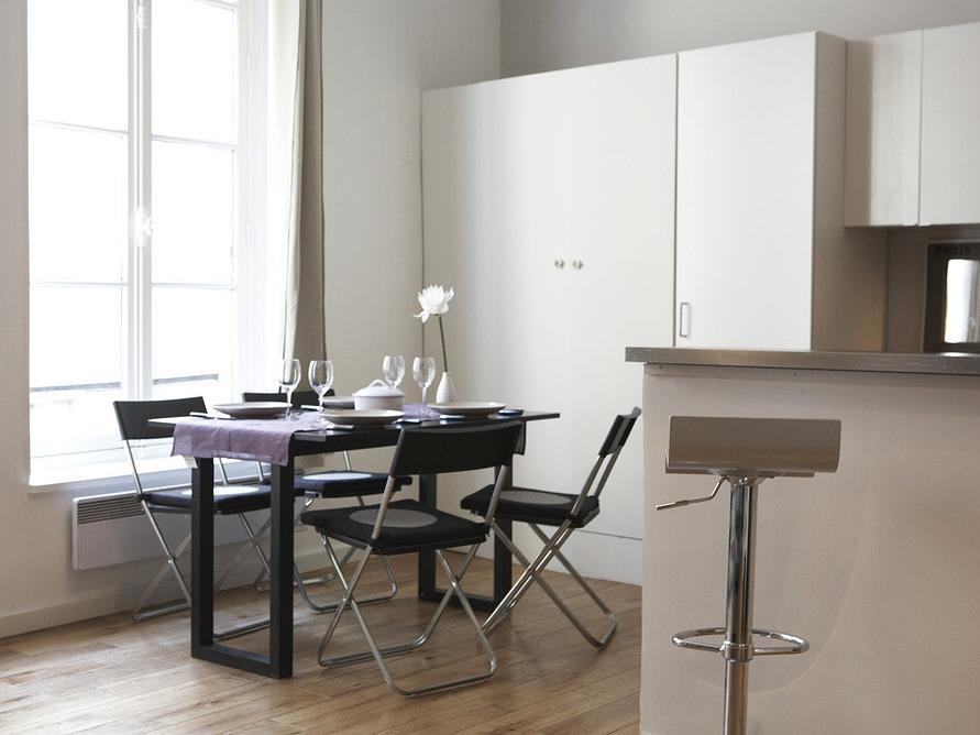 cuisine avec coin repas convivialit garantie par emmanuelle lartilleux. Black Bedroom Furniture Sets. Home Design Ideas