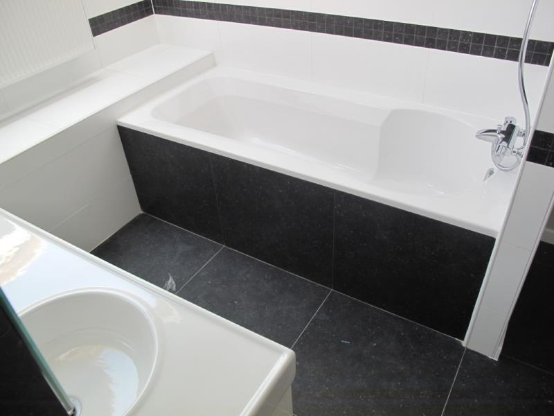 Salle de bain moderne avec baignoire BDAr photo n°72