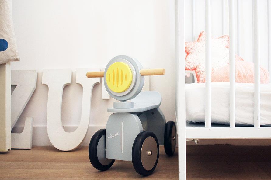 delphine imbert une dco douce en bois blanc et pastel pour une ambiance bb sage with amenagement. Black Bedroom Furniture Sets. Home Design Ideas