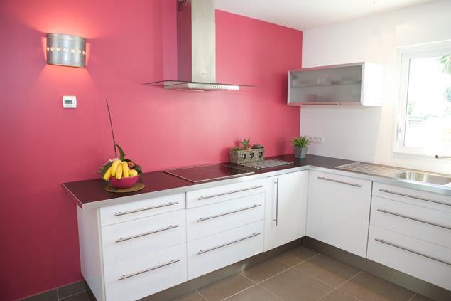 792363-cuisine-design-et-contemporaine-cuisine-contemporaine-avec-joli ...