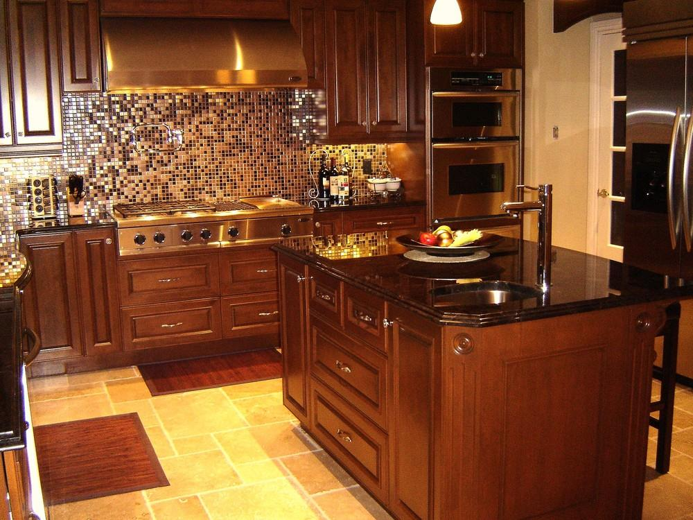 Cuisine equipe bois massif for Cuisine noir laque plan de travail bois