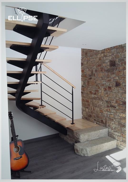 Escalier tournant en métal et bois