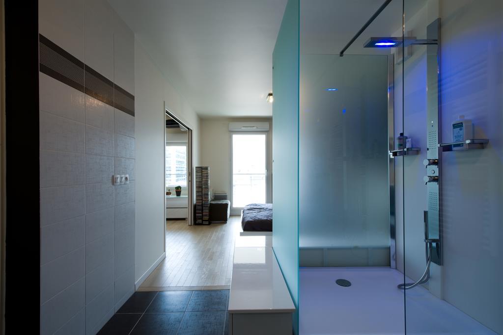Suite avec cabine de douche thermostatique