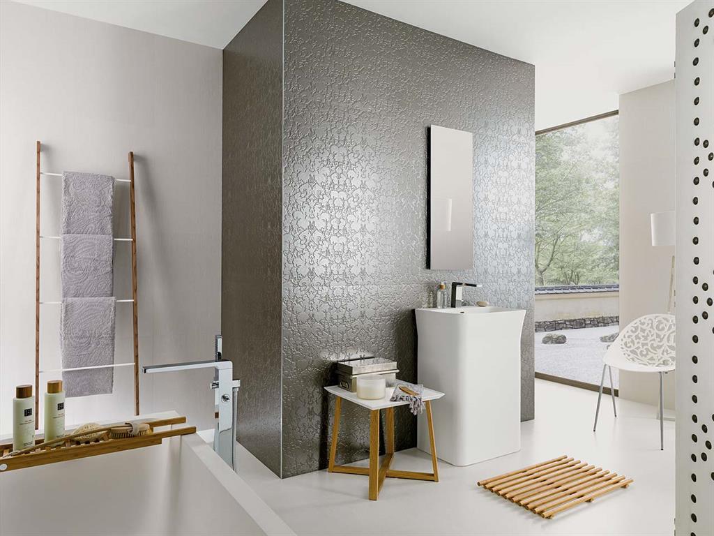 Porcelanosa Meuble De Salle De Bain mur de salle de bain en carreaux métalliques porcelanosa
