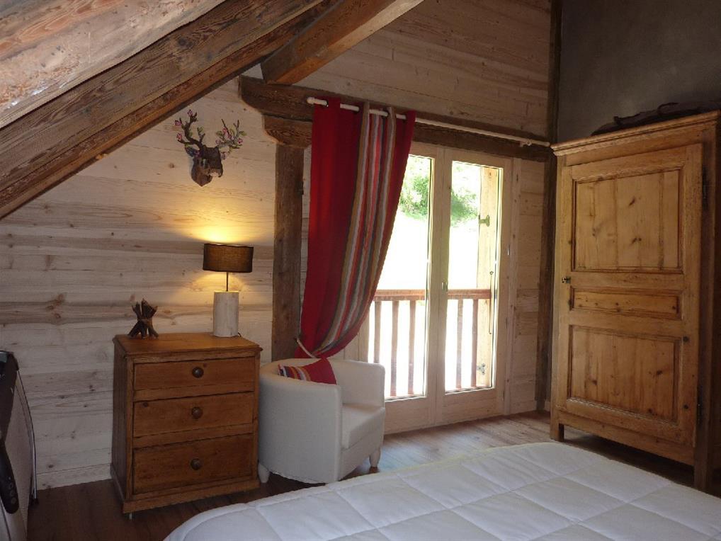 Chambre sous les toits avec isolation et bardage en chablis