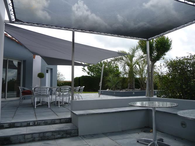 Terrasse couverte 12 solutions l g res pour se mettre for Photo de terrasse moderne
