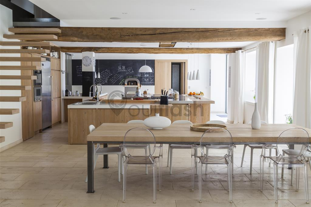 Image Salle à manger et cuisine à dominance de bois clair OuiFlash