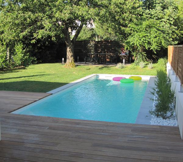 piscine avec terrasse mixte pelouse et bois marie pierre. Black Bedroom Furniture Sets. Home Design Ideas