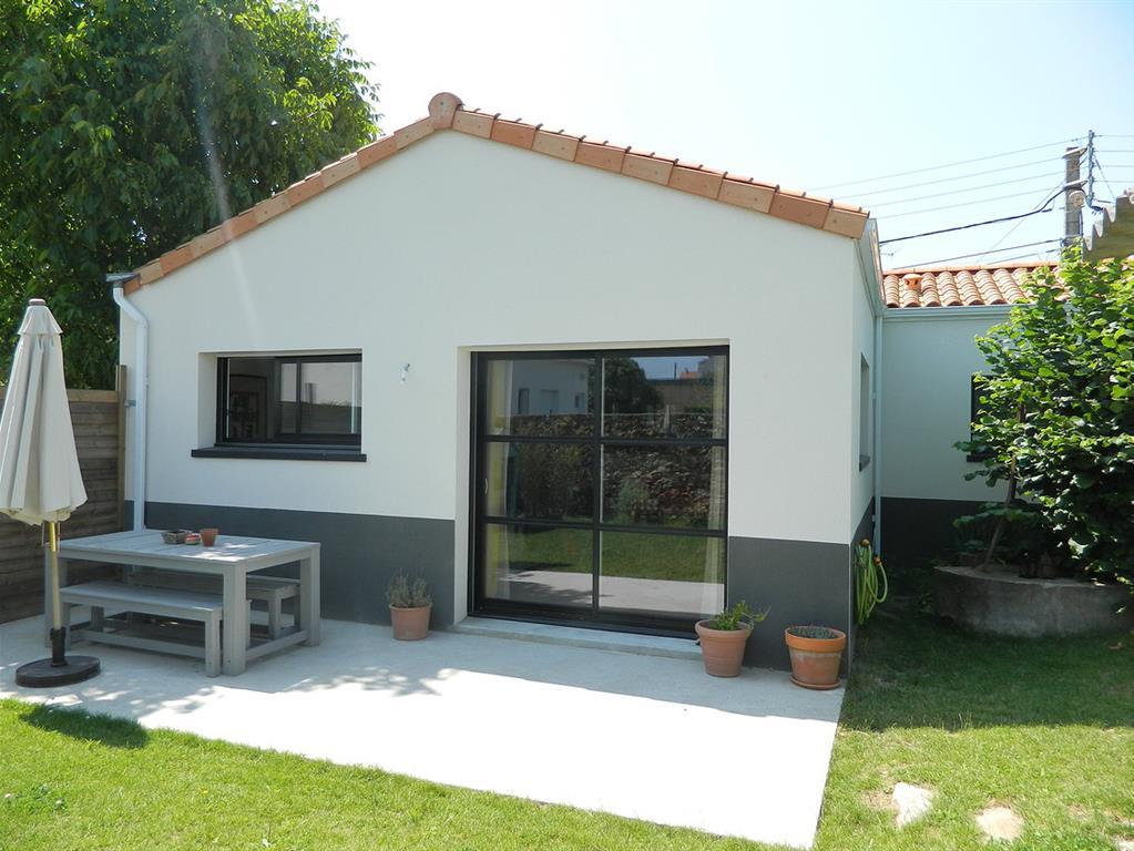Maison moderne avec jardin et terrasse niu photo n 79 for Jardin avec terrasse