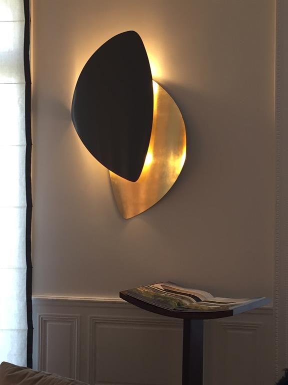 Luminaire mural noir et or texture designed by g photo n 22 for Luminaire de salon moderne