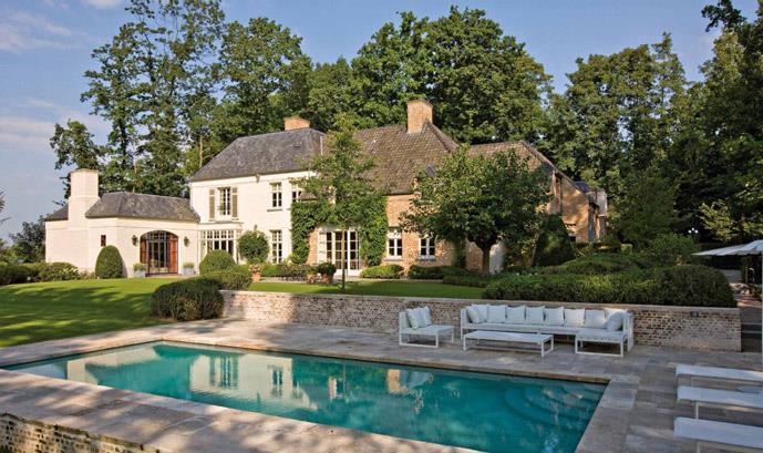 Grande maison de campagne avec piscine vue sur seine design for Jardin maison de campagne