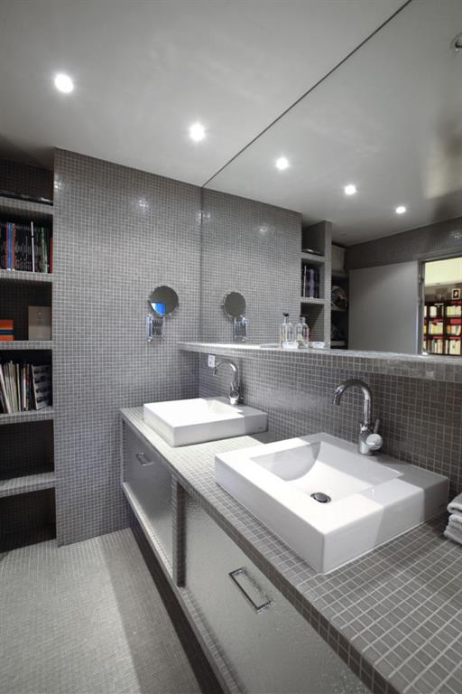 Salle de bain en mosa que grise garcin marty perrin - Salle de bains modernes ...