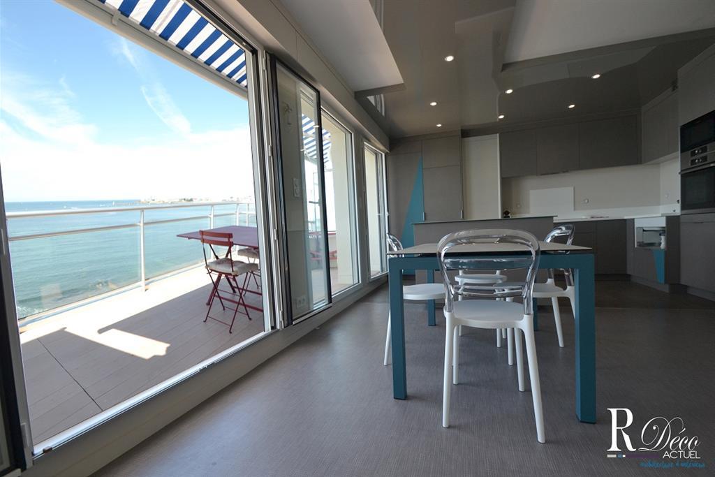 Image Salle à manger / Cuisine avec vue sur l'Océan