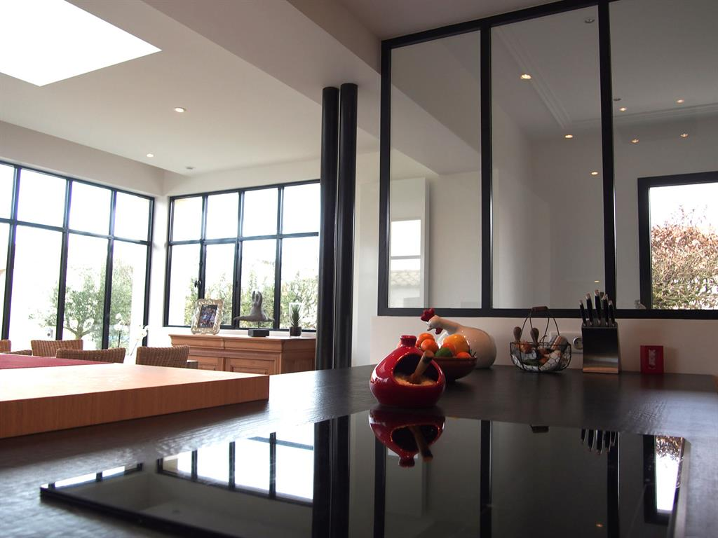salle manger baign e de lumi re naturelle g raldine fourny. Black Bedroom Furniture Sets. Home Design Ideas