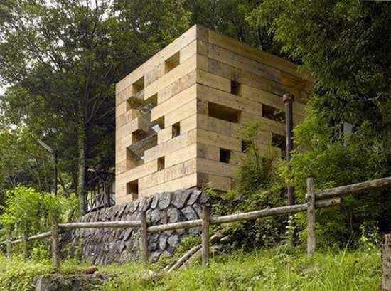 Une Maison Primitive Et Futuriste