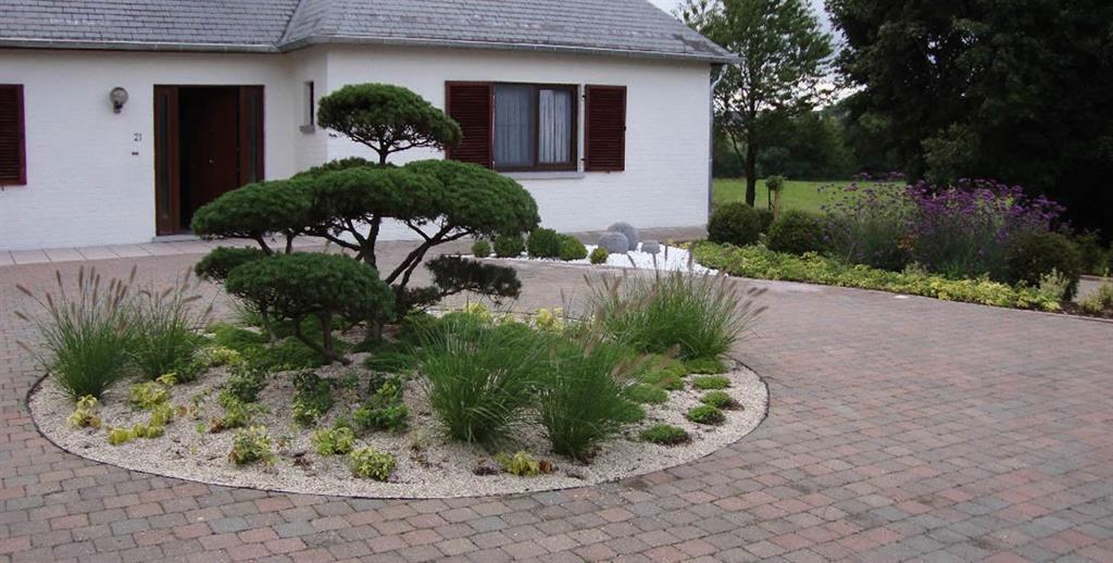 Petit rond v g tal zen devant la maison brison fils for Petit jardin moderne