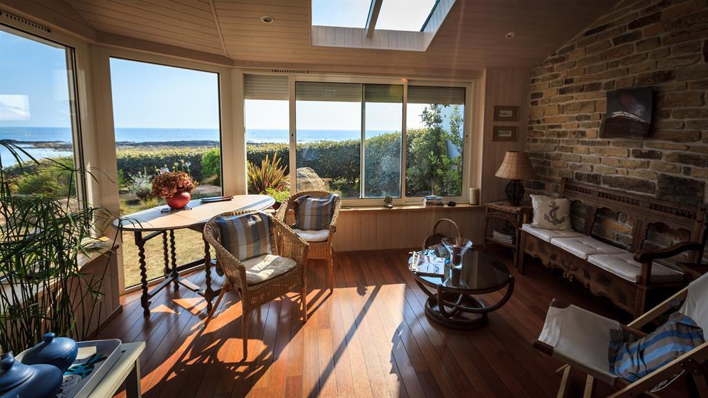 Extension avec baie vitrée et fenêtre de toit