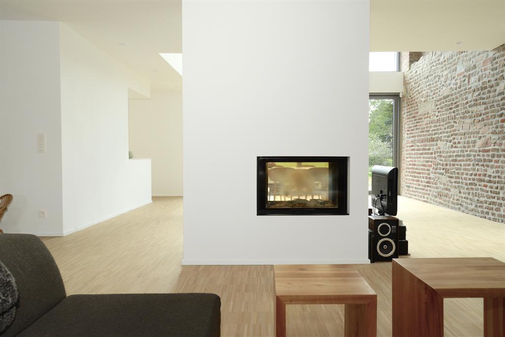 Cheminée design à double foyer
