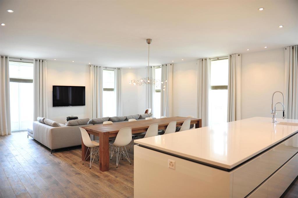 pi ce vivre contemporaine lumineuse serge tagliaboschi. Black Bedroom Furniture Sets. Home Design Ideas