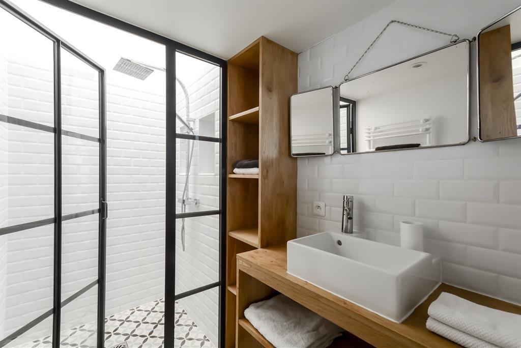 salle de bain loft space factory photo n 87 domozoom. Black Bedroom Furniture Sets. Home Design Ideas
