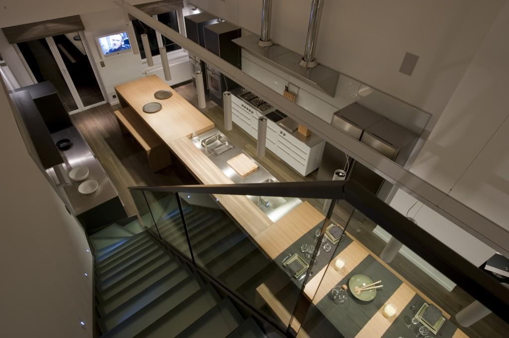 Escalier noir en longueur parrall le l 39 lot cuisine for Cuisine 5 metres