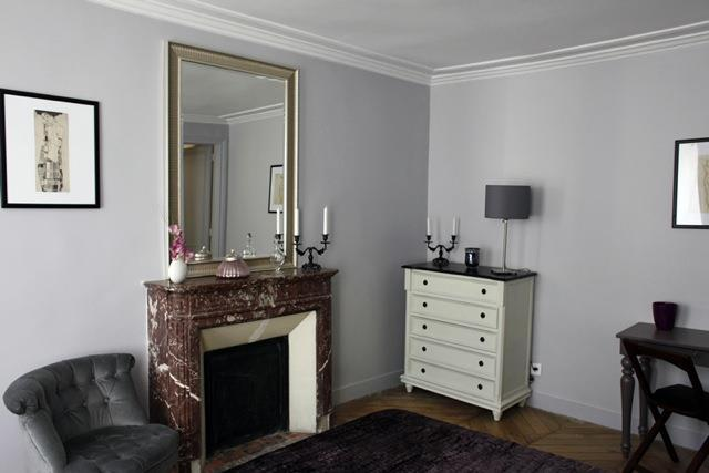 chambre avec chemin e d 39 poque en marbre influences by c coataner. Black Bedroom Furniture Sets. Home Design Ideas