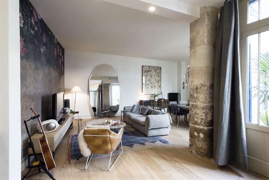 salon ouvert sur l 39 entr e 10surdix photo n 69 domozoom. Black Bedroom Furniture Sets. Home Design Ideas